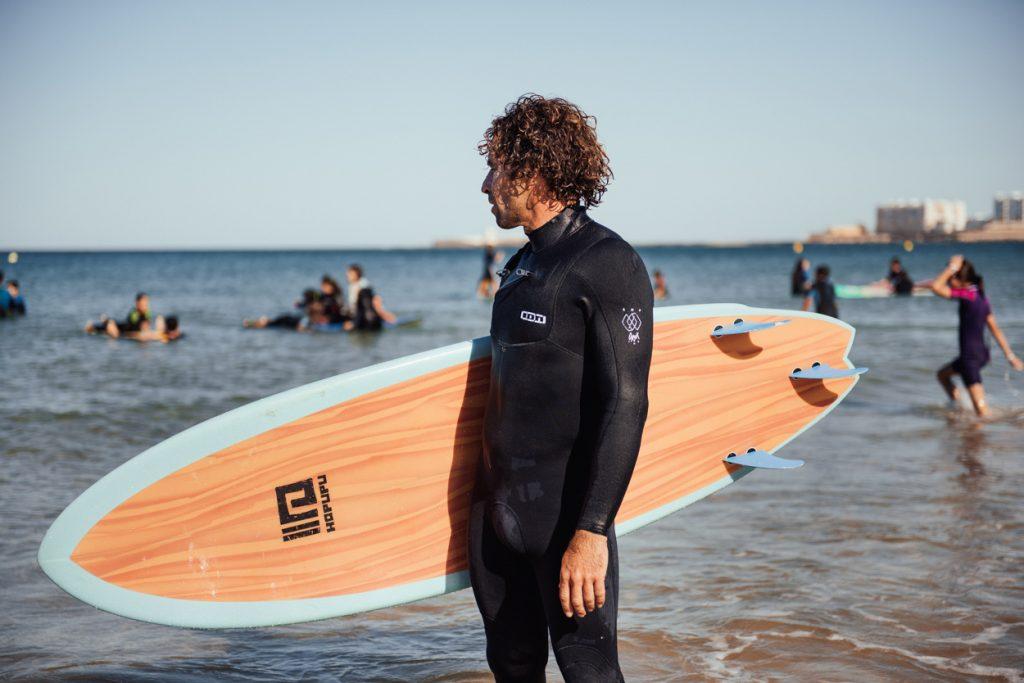 Clases de surf avanzado impartidas por Willy, director ténico de Hopupu Surf Cádiz.