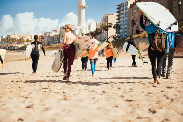 Surfleaños en la playa de Cádiz, la celebración de un cumpleaños surfero organizado por Hopupu.