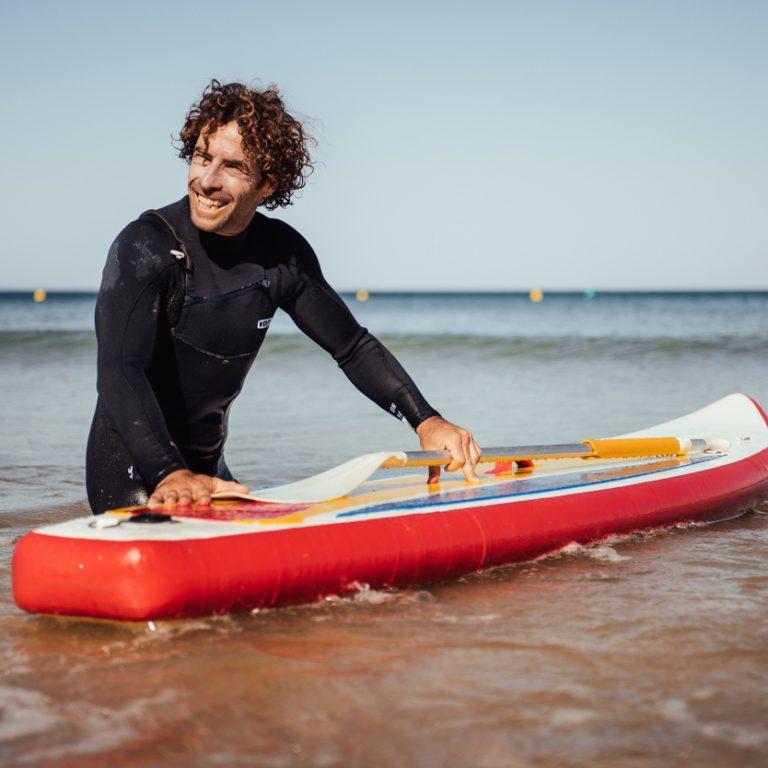 Profesor de Paddle Surf en la playa Santa María del Mar en Cádiz.