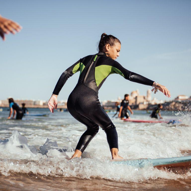 Clase de surf iniciación para adultos.