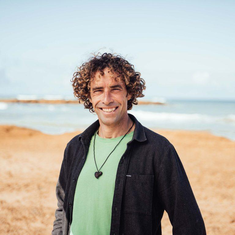 Willy, director técnico con más de 20 años impartiendo clases de surf.